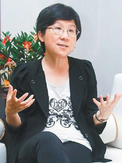 政務委員馮燕鼓勵青年投入社會企業,也積極「讓各部會都看見社會企業」。 記者程宜華...