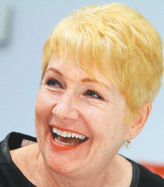 皺紋讓半百歐雷莉丟了BBC的電視主持工作,因她拒絕雷射、施打肉毒桿菌。她一狀告上...