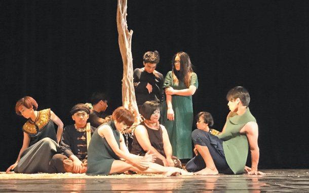 蒂摩爾古薪舞集演出「會呼吸的森林」,闡述濫墾危機,引起觀眾共鳴。 記者翁禎霞╱攝...