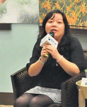 「五味屋」創辦人之一廖千惠分享如何結合志工,為貧童圓夢。 記者莊宗勳╱攝影