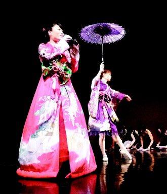 種子舞團每次表演的服裝都是由團員自行設計。 記者翁禎霞╱攝影