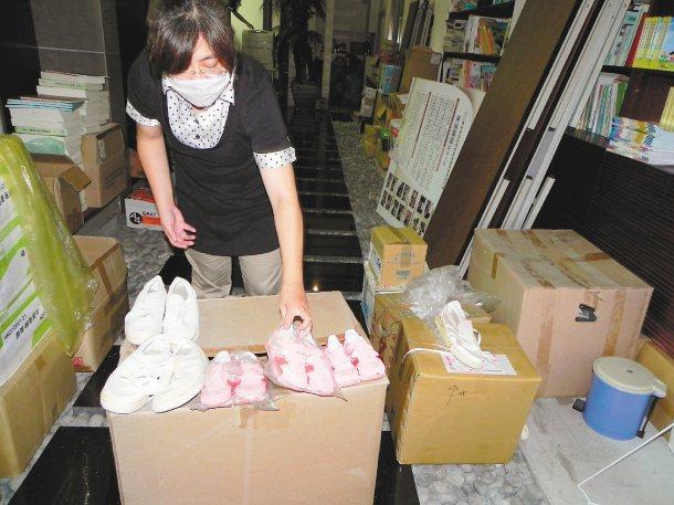 聯合報「還鄉幸福」願景系列報導回響熱烈,昨天台東縣就收到六大箱二手鞋。 記者羅紹...