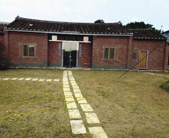 羅文嘉整理荒廢的新屋鄉三合院。 記者林麗如╱攝影