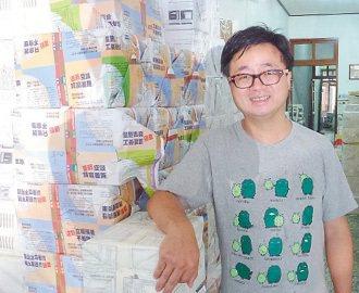 羅文嘉買下歷史46年的水牛出版社,新屋老家擺滿水牛出版品。 記者林麗如╱攝影