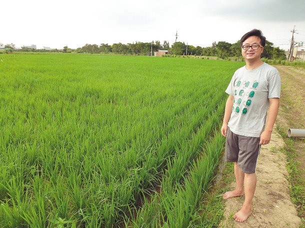 羅文嘉轉行當農夫,「我愛你學田」種植面積1甲,今年一期稻作已賣出。 記者林麗如╱...