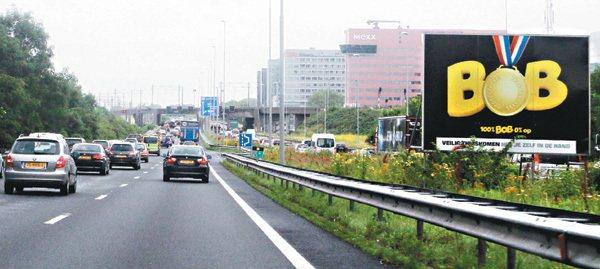 為了防治酒駕,荷蘭仿效比利時推行「Bob」運動,在街頭及高速公路上隨處可見「Bo...