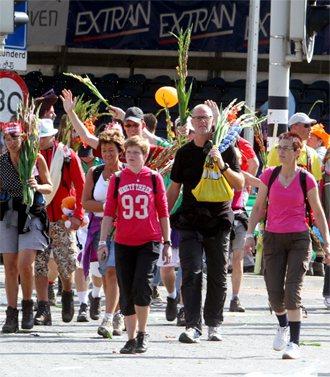 荷蘭奈梅亨走路節已有近百年歷史,每年吸引全球四、五萬人到此小鎮連續走路四天,已變...