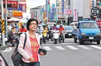 柯媽媽仍為了汽機車強制責任險的費率問題四處奔走。 記者莊宗勳╱攝影