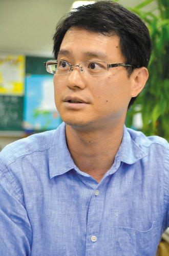 國小教師李慎文指出教師執行導護面臨的問題,盼學校做導師後盾。 記者王燕華╱攝影