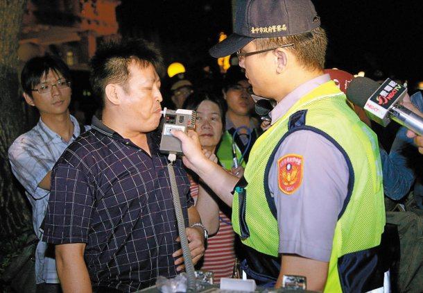 酒駕悲劇頻傳,台中市制訂自治條例,可能成為全國處罰最重的酒駕罰則。 圖╱台中市政...