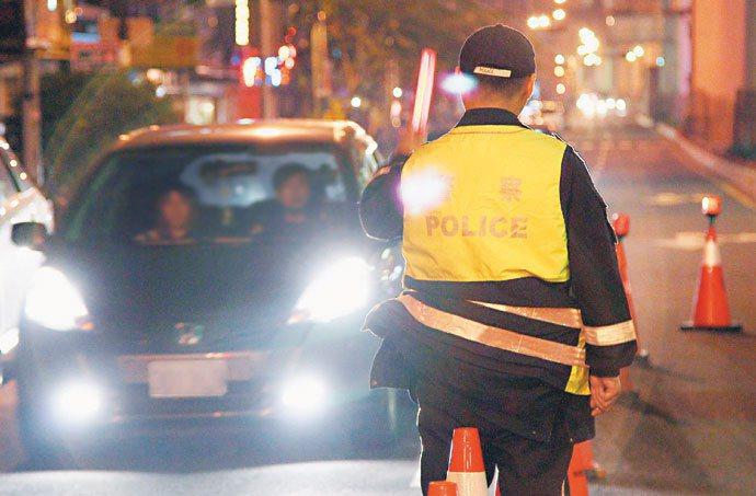 酒駕刑度加重,警方加強臨檢。 記者廖國隆/攝影