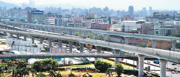 中山高從內湖到新竹短短70公里,聚集多家科技公司,曾被譽為「隱藏的全球經濟中心」...