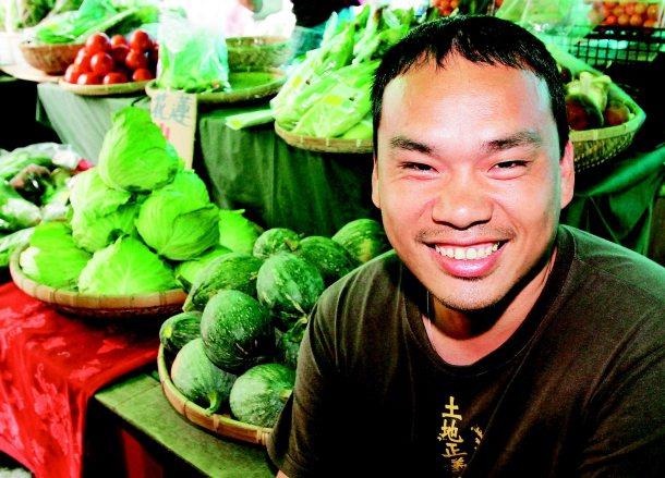 二四八農學市集創辦人楊儒門說,農民必須體認開放是長期趨勢,靠政府保護不如靠自己。...