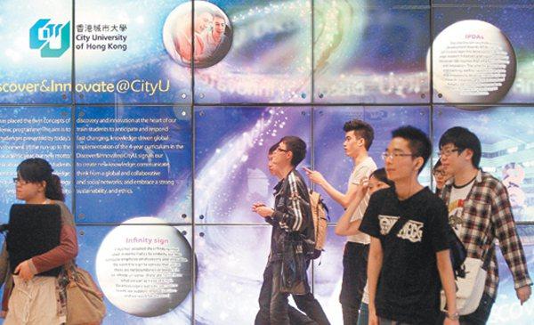 看看香港 想想台灣因過分強調齊頭式平等,已經讓台灣的大學面臨招生困境。鄰近香港因...