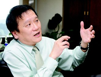 國科會主委朱敬一表示,國科會結合經濟部推動的「補助前瞻技術產學合作計畫」(產學大...