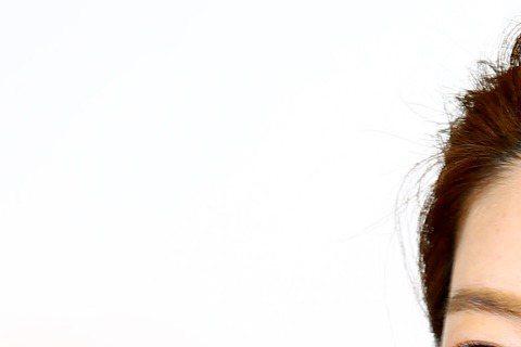 準新娘宋米秦昨出席活動,透露台北婚宴5月8日舉辦,隔一周16日再回韓國舉辦,2場「國際性婚禮」,她笑說考慮要請翻譯在現場,她透露老公也很緊張,最近1個月積極學韓文。昨活動結束後她去婚紗公司試穿樣衣,...