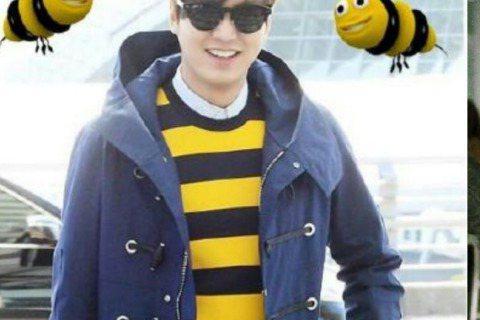 男神李敏鎬日前搭機前往巴黎拍寫真,機場時尚走的是一個青春風,只不過歐巴穿著黃黑條紋衣,看久了似乎有點像…嗡嗡嗡,小蜜蜂!網友索性拿來KUSO一番,在照上多加了幾隻小蜜蜂(是要當歐巴身邊的小伙伴嗎?)...