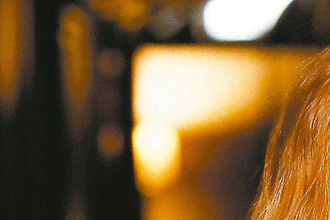 若不是「我是歌手2」改寫人生,香港歌手鄧紫棋留給台灣人的記憶點,頂多停在「林宥嘉的女人」頁面,又或往日舊愛。前晚,她在台北小巨蛋又唱又跳,展現鐵肺唱功,對她而言,形同與「過去」切割了斷。暴紅後負面新...