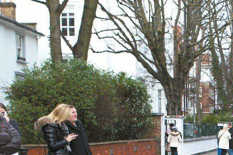 吳克群4月10日將發新專輯「數星星的人」,而他為首波主打歌「你是我的星球」MV,前往冰島、英國等地取景,包括在冰島飆吉他,在英國著名的搖滾聖地Abby Road朝聖,而他到有「同志天堂」之稱的布萊頓...