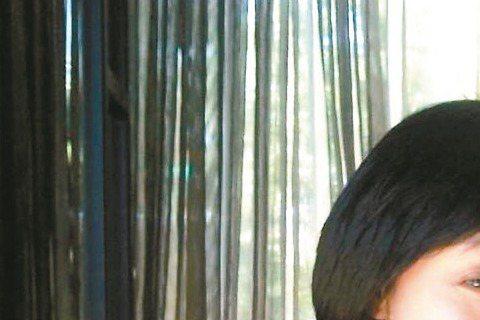 寶媽、汪建民相差12歲的姐弟戀在交往兩年多後緣盡情了,外界都把分手原因指向汪建民的財務狀況,但他昨說:「我的確從不理財,平時賺多少花多少,但我沒欠任何人錢,唯一欠的只有車貸(因為買名車,車貸確實超過...