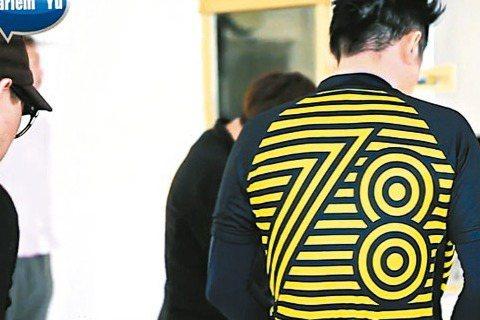 熱愛騎車的哈林庾澄慶與設計團隊經一年討論,與自行車衣業者聯名推出全新車衣系列,新版廣告已在臉書公開,螢光黃緊身衣上有「78」字樣,也巧妙自嘲「奇葩臉」的外號。