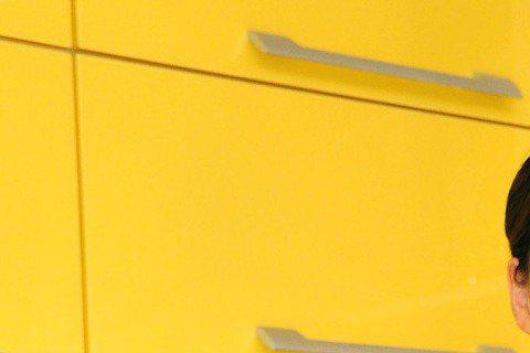 台視「美食好簡單」中郁方與大廚溫國智介紹好菜給觀眾的主持人郁方,正積極籌設親子餐廳、預計3月下旬開幕,近來忙著面試新員工,沒想到來面試的新進員工竟然已經不認識她了,「只覺得我很面熟,不知我是郁方,但...