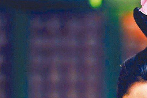 大陸電視劇「武媚娘傳奇」劇中女星各個「胸器」逼人,由於尺度問題,各地版本不一,大陸有「大頭版」、香港有「動畫薄紗版」,中天、中視則突破重圍,首度全劇一刀未剪完整播出,張鈞甯在劇中除展現好身材外,首次...