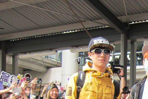曾沛慈與師弟SpeXial到香港舉辦見面會,並以「終極」系列電視劇參展香港電視節,他們通過機場秘密通道出關,因場外有至少800名粉絲守候,機場方面為保護安全特別安排。曾沛慈形容粉絲尖叫聲宛如坐「大怒...