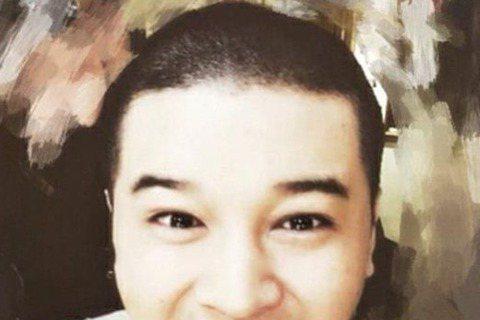 Super Junior成員神童入伍在即,隊友藝聲通過個人推特(twitter)公開了一張對方的剃頭照,並表示「神童,你要小心」。在公開的照片中,神童以板寸頭亮相,正對著鏡頭大笑。粉絲和網友看了照片...