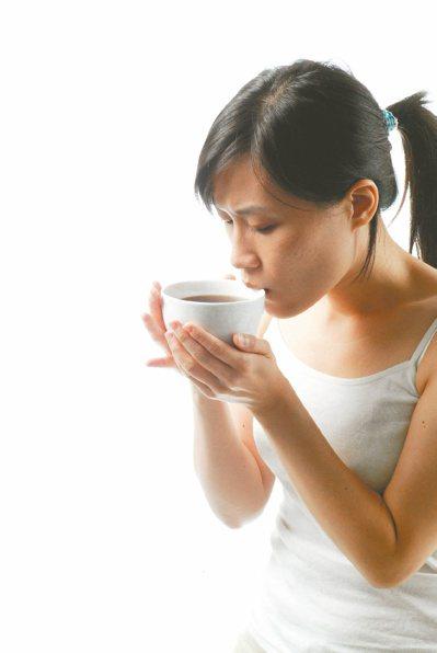 婦女在懷孕之前就要先做好牙科治療,懷孕期間則持續維持良好口腔衛生,包括節制甜食。...