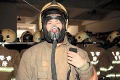 黃金戰衣+通訊面罩 消防員保命新利器
