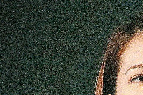 人在日本的許瑋甯在中港台媒體鏡頭前,盡力保持微笑,一改前天開幕時的冷臉。李崗細數前晚接受「吉本興業」招待在居酒屋吃燒肉、苦瓜,許瑋甯還補充「炒麵」。她微笑冷靜說自己心情沒差別,媒體追問是否嘗了沖繩美...