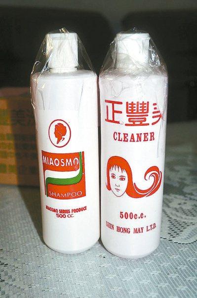 台南市調查處在白河查獲地下工廠所製造的「正豐美」洗髮精。 記者邵心杰/攝影