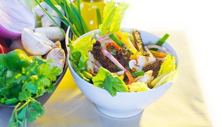 像橄欖/橄欖油、紅洋蔥、葡萄等食物都可以幫助抗發炎,適量攝取,有助維持身體健康。...