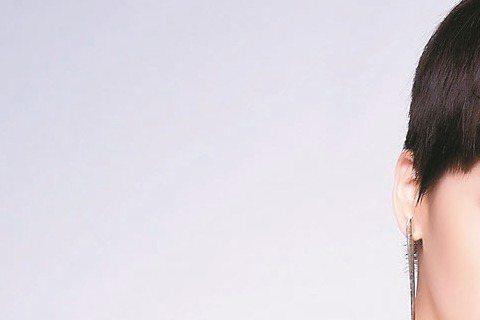曾沛慈最近推出新輯「我是曾沛慈 I'm Pets」,人氣再上層樓,昨更宣布5月1日將從北京首唱,16日再攻廣州,為了準備海外巡演,她忍痛犧牲商演及多場春酒,初估損失至少百萬元,她自嘲:「希...