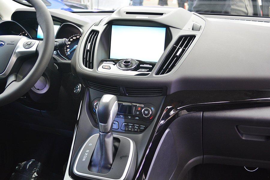 全新Kuga中控台My Ford Touch數位娛樂通訊多媒體系統也搭配8吋LC...