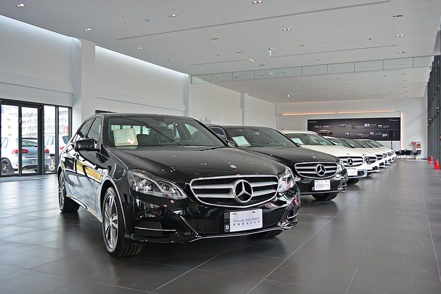 Mercedes Benz Select賓士精選中古車展示中心,室內可同步陳列近...