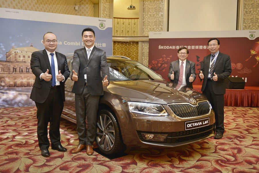 Skoda Taiwan總裁李御林(左二)帶著一級主主管主持新春酒會,並預告今年...