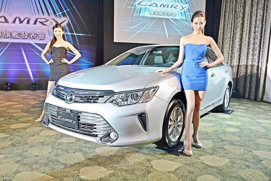 Camry取消2.5升汽油版,2.0汽油版由2.0缸內直噴動力取代。 記者趙惠群...
