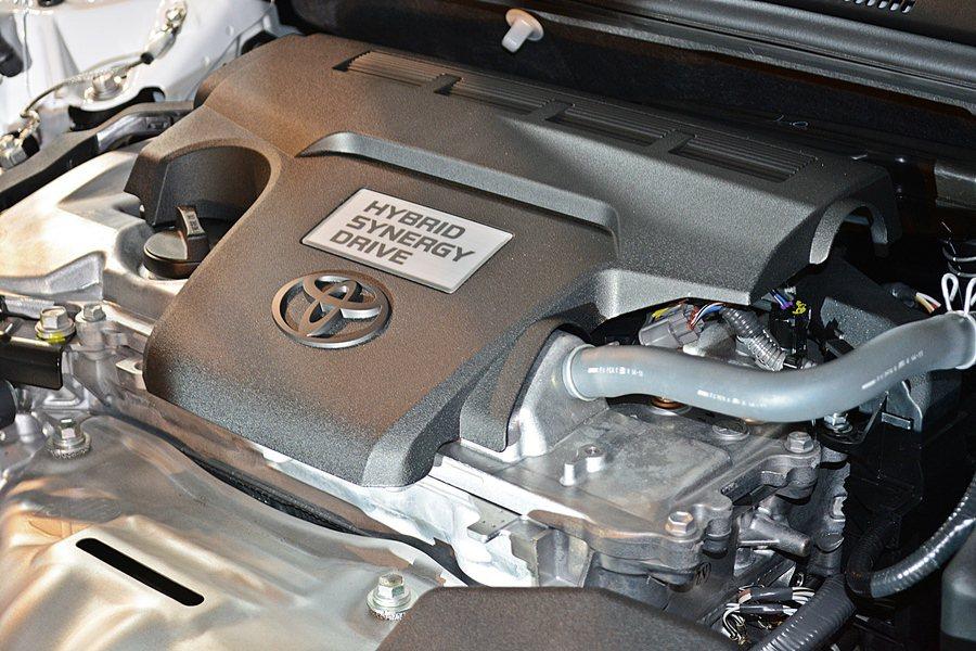 Hybrid以2.5升Atkinson循環設計自然進氣引擎搭配電動馬達,綜效馬力...