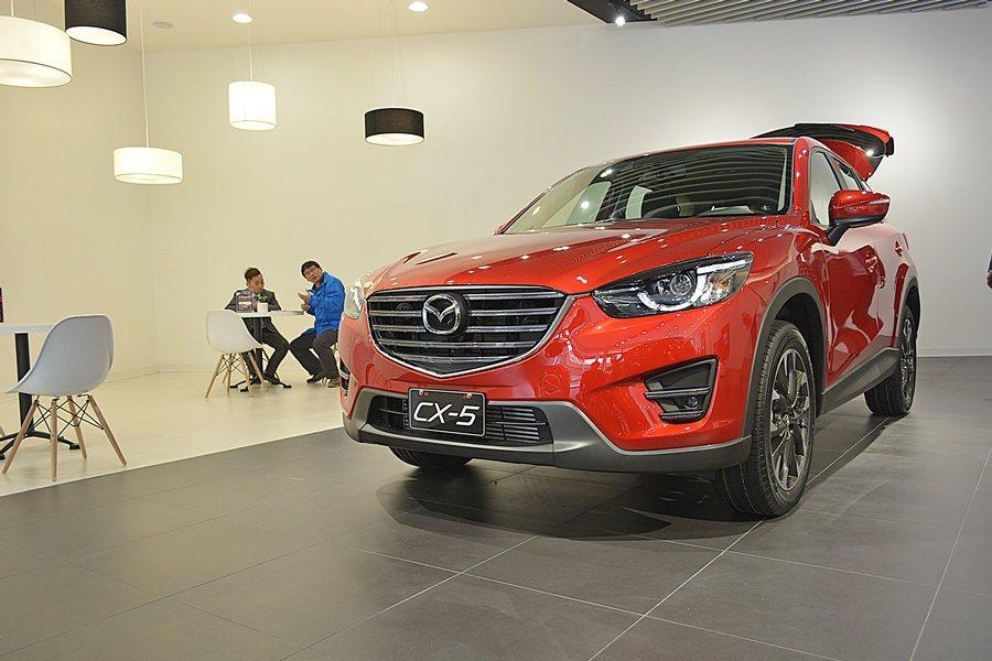 Mazda更新改造各據點,3月13日啟用首間全新升級的展示中心,而預定四月發表的...
