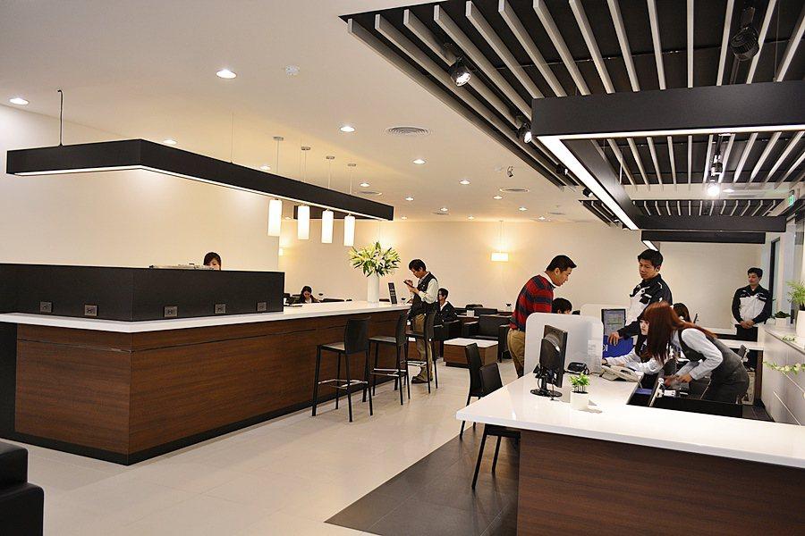 休憩等待彷彿頂級餐廳或星級酒店的大堂,許多細部的裝飾,更透露著日式室內設計的細膩...