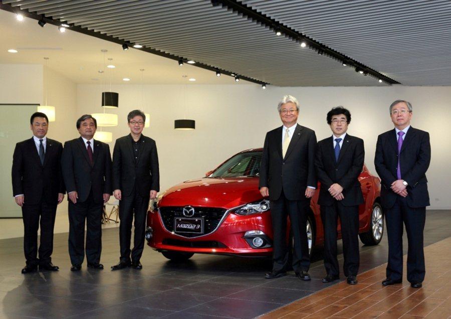 13日位於台北市濱江街的首間升級的MAZDA展示中心正式揭啟用,由台灣馬自達汽車...