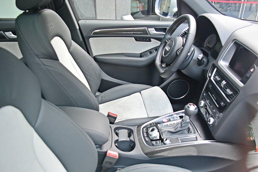 車內有完整的主被動安全配備,另標配Audi drive select可程式車身動...