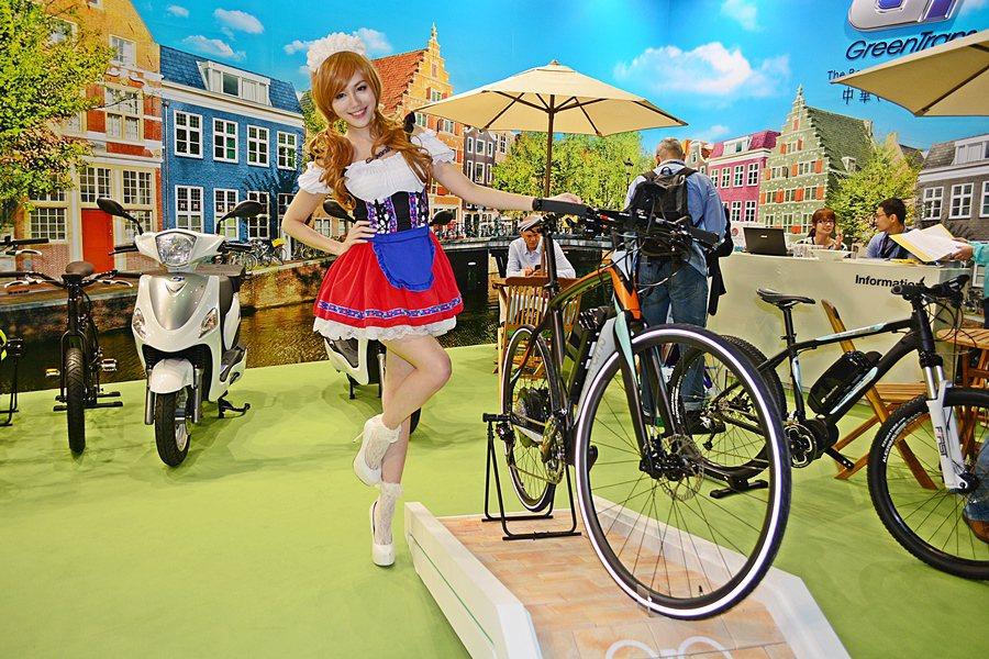 高齡化帶動電動自行車需垚求增加,中華汽車GreenTRans品牌在本次自行車展中...
