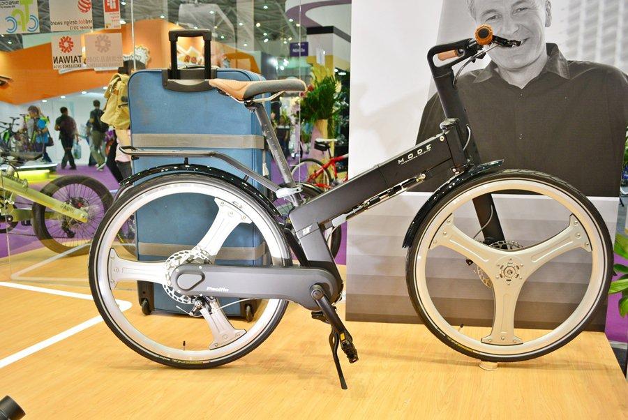 太平洋自行車推出可三秒內快速收合的多功能摺疊車。 記者趙惠群/攝影