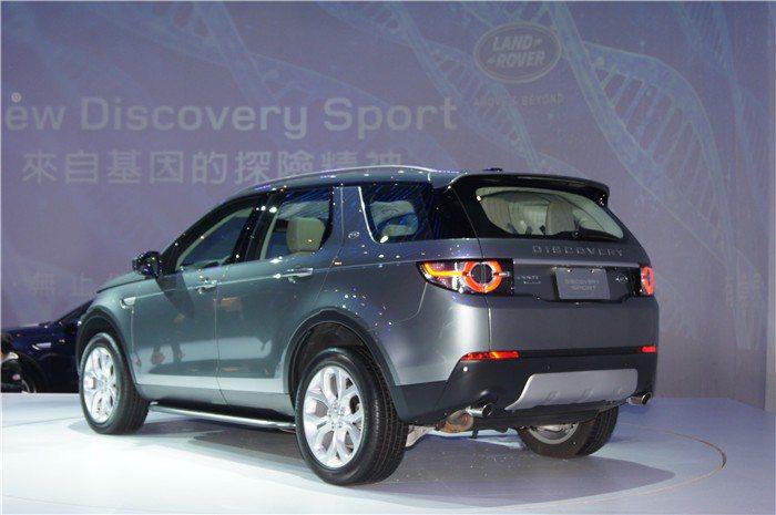 車體結構採硼鋼與輕量化鋁合金等複合材質打造,不僅提供高安全,同時也能減輕車重。 ...