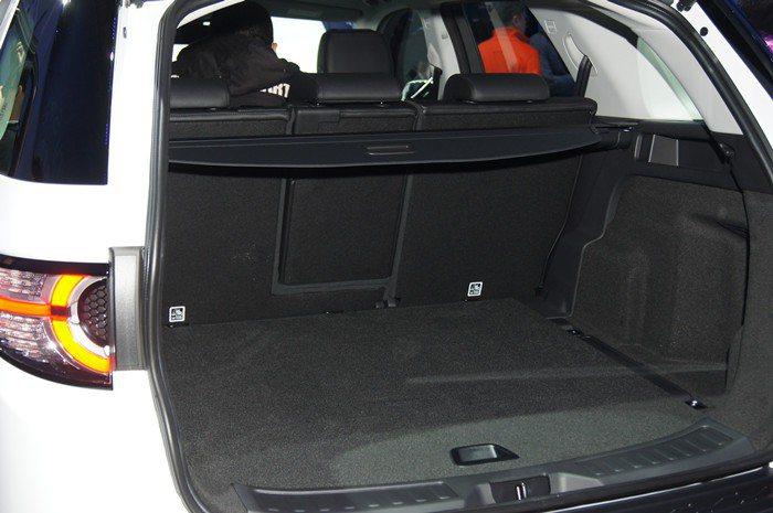 全車系標配電動啟閉尾門,且行李廂最大容積可達1698公升。 記者林翊民/攝影