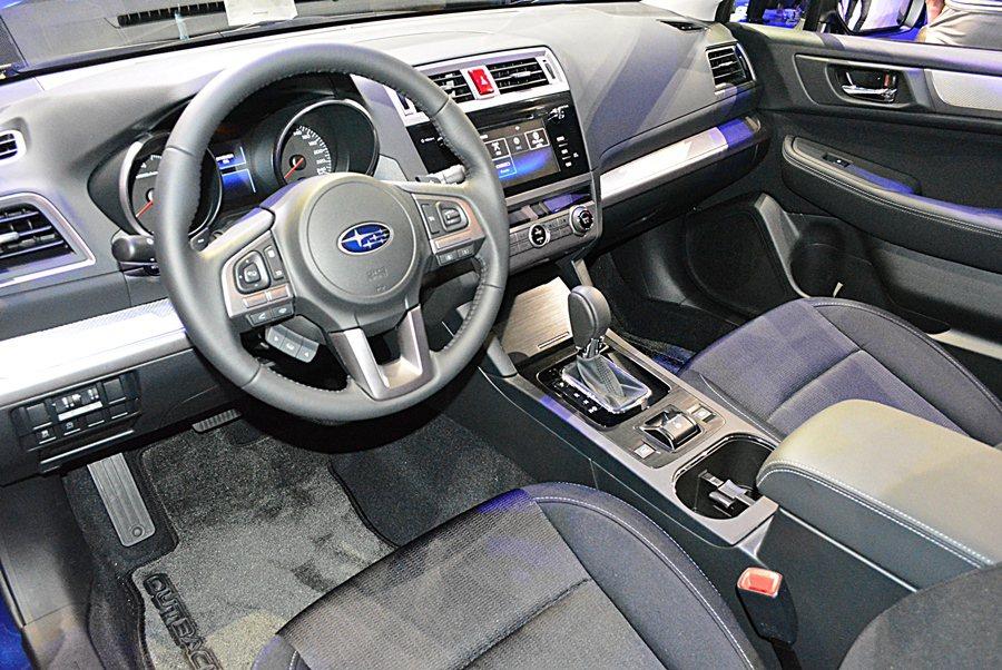 Legacy車身尺碼比上一代略增,但軸距不變,整車室因為合理的空間配置,乘坐空間...