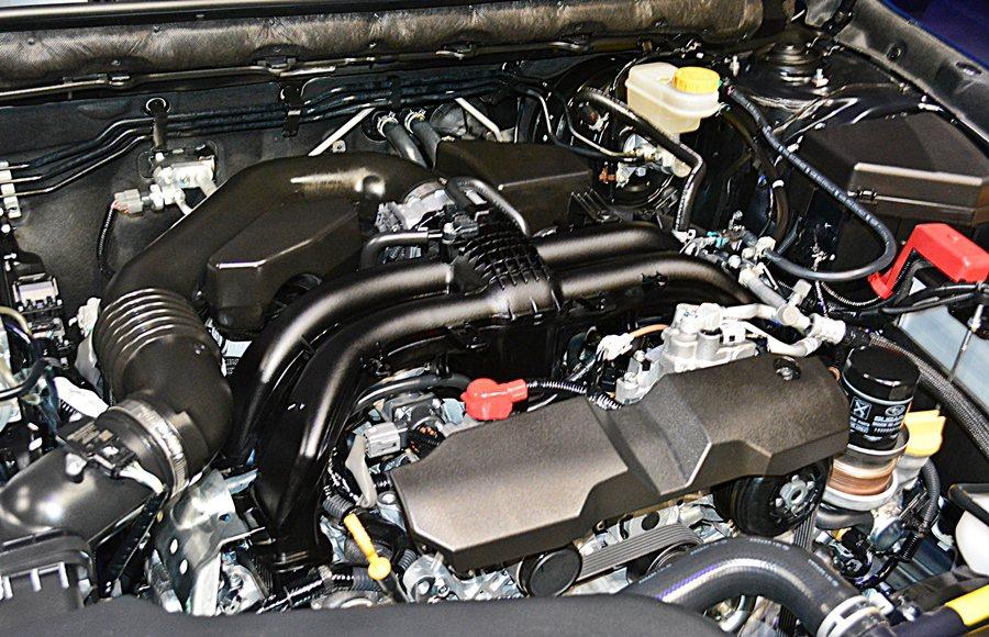 兩車型皆採單一動力,以代號FB25的2.5升BOXER自然進氣水平對臥四缸引擎,...